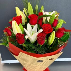 Deluxe 12 Red Roses and Oriental Lily Bouquet